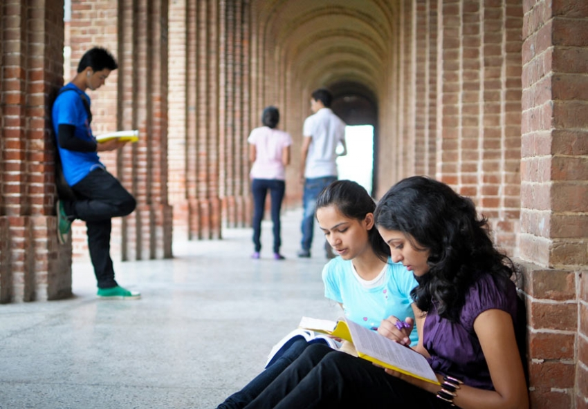 Persuasive Essay:I agree that college should be free.?