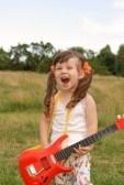 девочка с красной гитарой